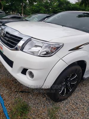 Toyota Hilux 2010 2.7 VVT-i 4X4 SRX White | Cars for sale in Abuja (FCT) State, Kubwa