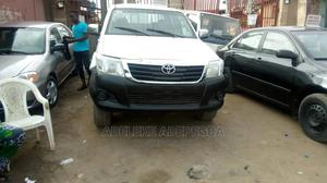 Toyota Hilux 2010 2.5 D-4d 4X4 SRX White   Cars for sale in Lagos State, Ejigbo