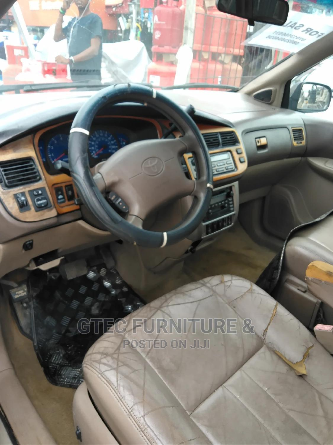 Toyota Sienna 2002 XLE Gold | Cars for sale in Ajah, Lagos State, Nigeria