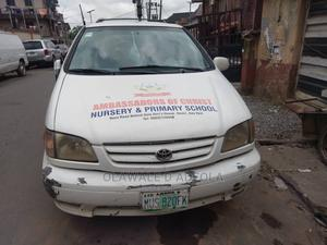 Toyota Sienna 2001 XLE White   Cars for sale in Lagos State, Surulere