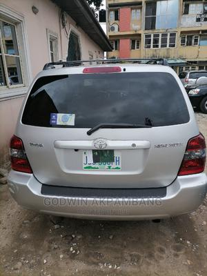 Toyota Highlander 2005 4x4 Silver | Cars for sale in Lagos State, Surulere