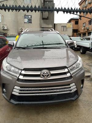 Toyota Highlander 2018 XLE 4x4 V6 (3.5L 6cyl 8A) Gray | Cars for sale in Lagos State, Ikeja