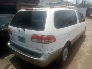 Toyota Sienna 2001 LE White | Cars for sale in Lagos State, Surulere