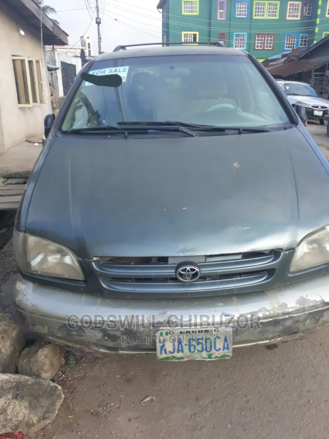 Archive: Toyota Sienna 2000 LE & 1 Hatch Green
