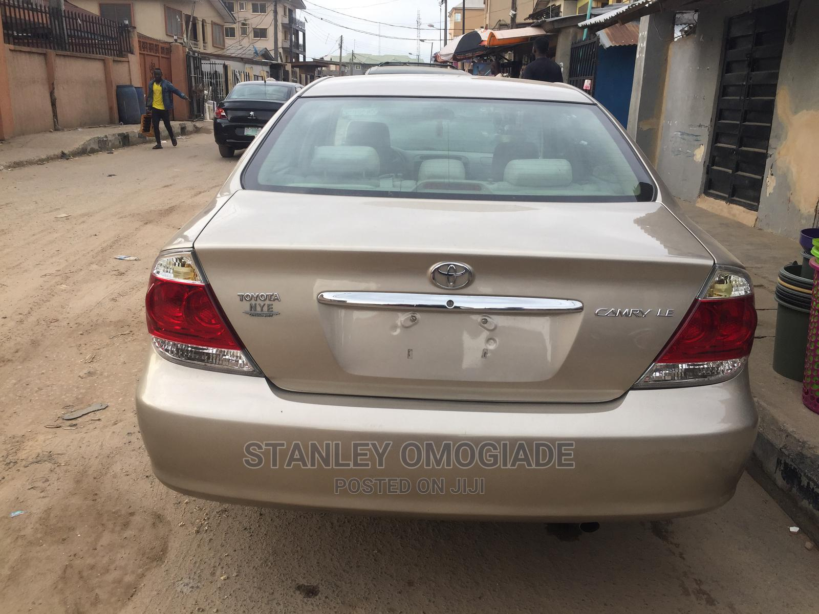 Toyota Camry 2005 Gold