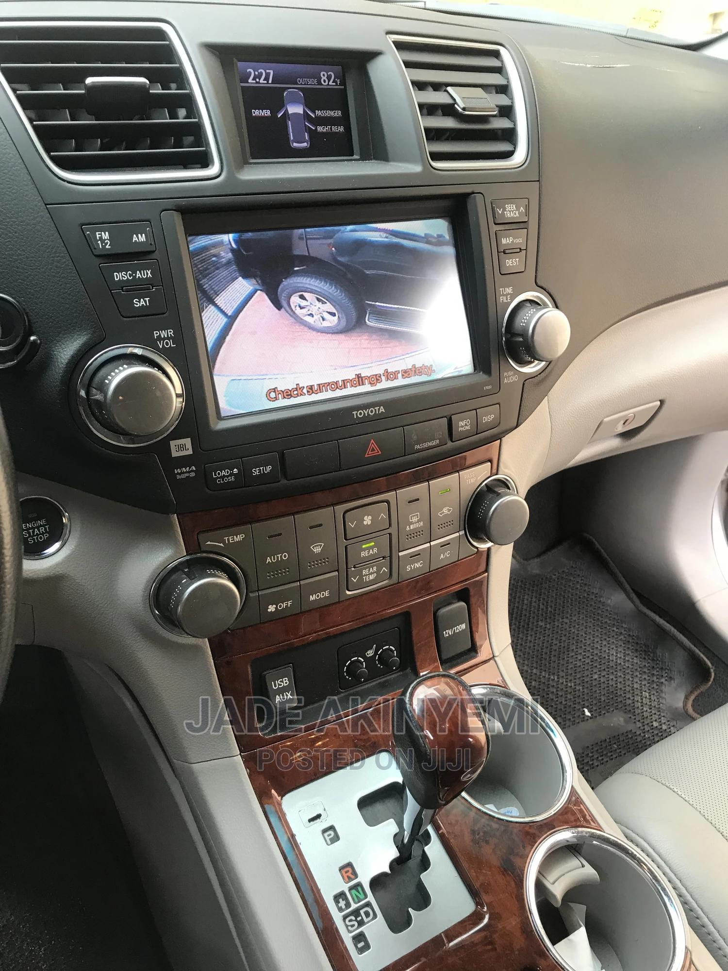 Archive: Toyota Highlander 2012 Limited Silver