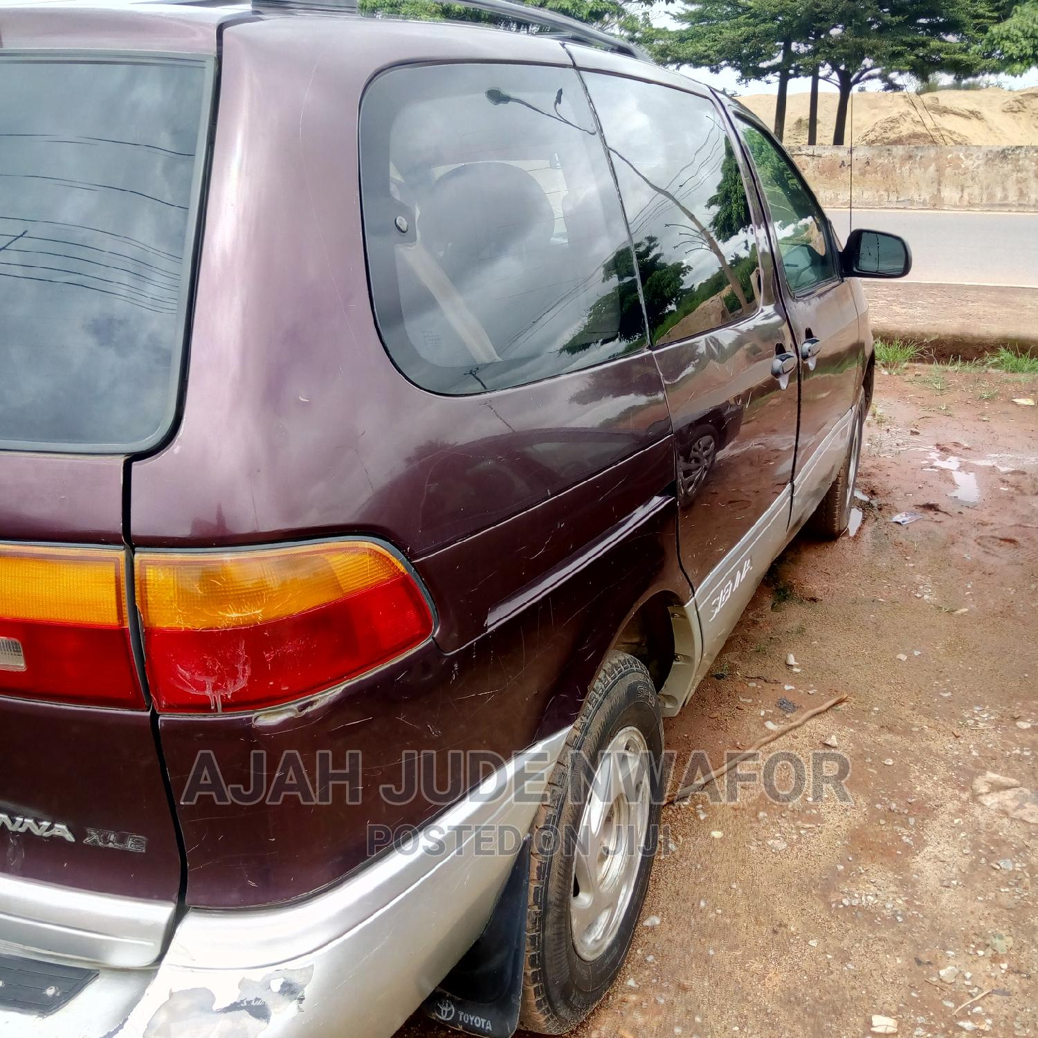 Archive: Toyota Sienna 2000 LE & 1 Hatch Red