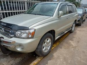 Toyota Highlander 2004 Limited V6 FWD Gold | Cars for sale in Lagos State, Ogba
