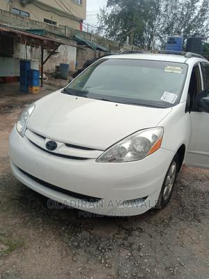 Toyota Sienna 2008 LE AWD White   Cars for sale in Lagos State, Alimosho