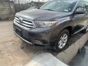 Toyota Highlander 2013 SE 3.5L 4WD Gray | Cars for sale in Lagos State, Shomolu