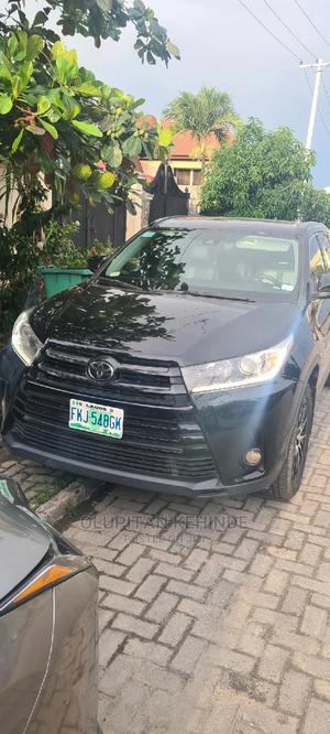 Toyota Highlander 2018 SE 4x4 V6 (3.5L 6cyl 8A) Black   Cars for sale in Lagos State, Lekki