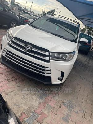 Toyota Highlander 2017 XLE 4x4 V6 (3.5L 6cyl 8A) White | Cars for sale in Lagos State, Ajah