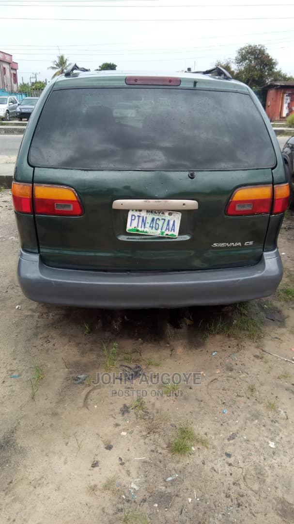Toyota Sienna 1999 Green