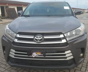 Toyota Highlander 2017 XLE 4x4 V6 (3.5L 6cyl 8A) Gray | Cars for sale in Lagos State, Alimosho