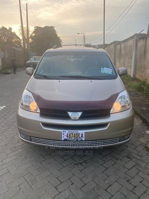 Toyota Sienna 2005 LE AWD Gold | Cars for sale in Lagos State, Ogba