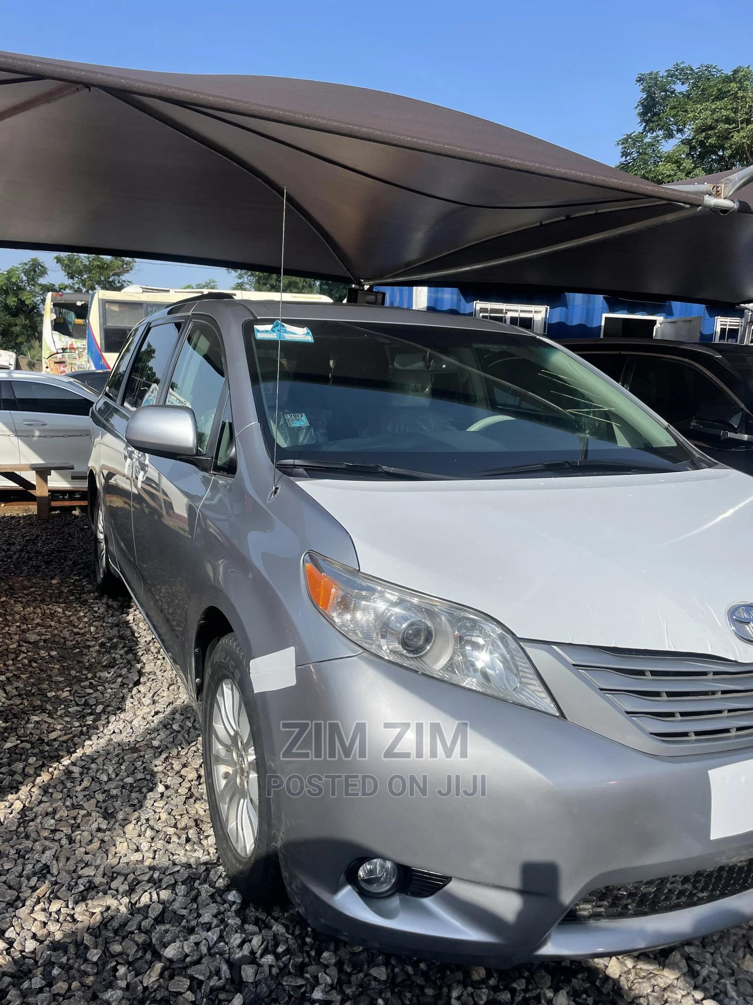 Toyota Sienna 2011 Silver | Cars for sale in Central Business District, Abuja (FCT) State, Nigeria