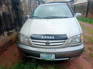 Toyota Sienna 2002 LE Gold | Cars for sale in Anambra State, Nnewi