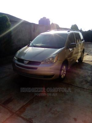 Toyota Sienna 2005 LE AWD Gold | Cars for sale in Ogun State, Ijebu Ode
