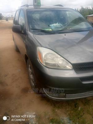 Toyota Sienna 2004 LE AWD (3.3L V6 5A) Gray | Cars for sale in Lagos State, Alimosho