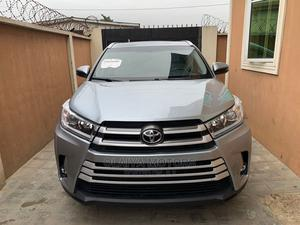 Toyota Highlander 2017 XLE 4x4 V6 (3.5L 6cyl 8A) Silver | Cars for sale in Lagos State, Oshodi
