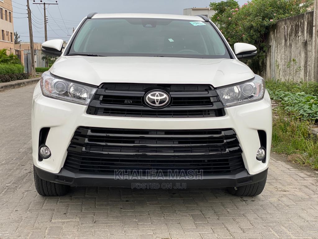 Toyota Highlander 2018 XLE 4x4 V6 (3.5L 6cyl 8A) White