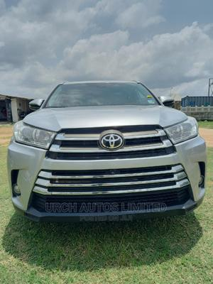 Toyota Highlander 2018 XLE 4x2 V6 (3.5L 6cyl 8A) Silver | Cars for sale in Abuja (FCT) State, Jahi