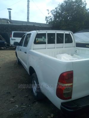 Toyota Hilux 2007 2.7 VVT-i 4x4 SRX White | Cars for sale in Lagos State, Surulere