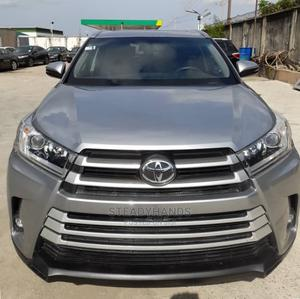 Toyota Highlander 2017 XLE 4x4 V6 (3.5L 6cyl 8A) Gray   Cars for sale in Lagos State, Gbagada