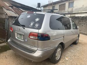 Toyota Sienna 2002 XLE Gold | Cars for sale in Lagos State, Agege