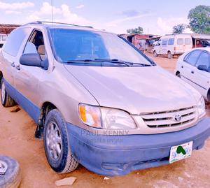 Toyota Sienna 2000 LE & 1 Hatch Gold   Cars for sale in Abuja (FCT) State, Central Business District
