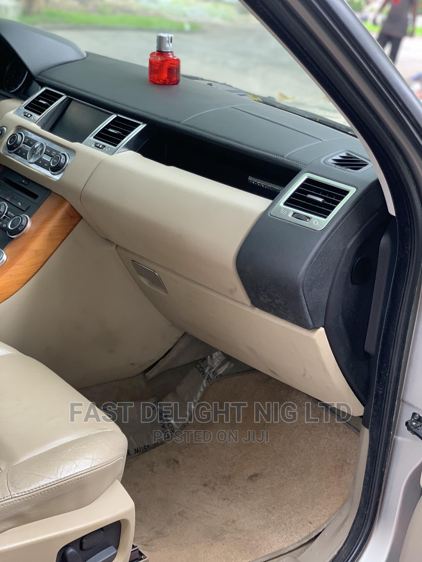 Land Rover Range Rover 2011 Gold   Cars for sale in Ajah, Lagos State, Nigeria