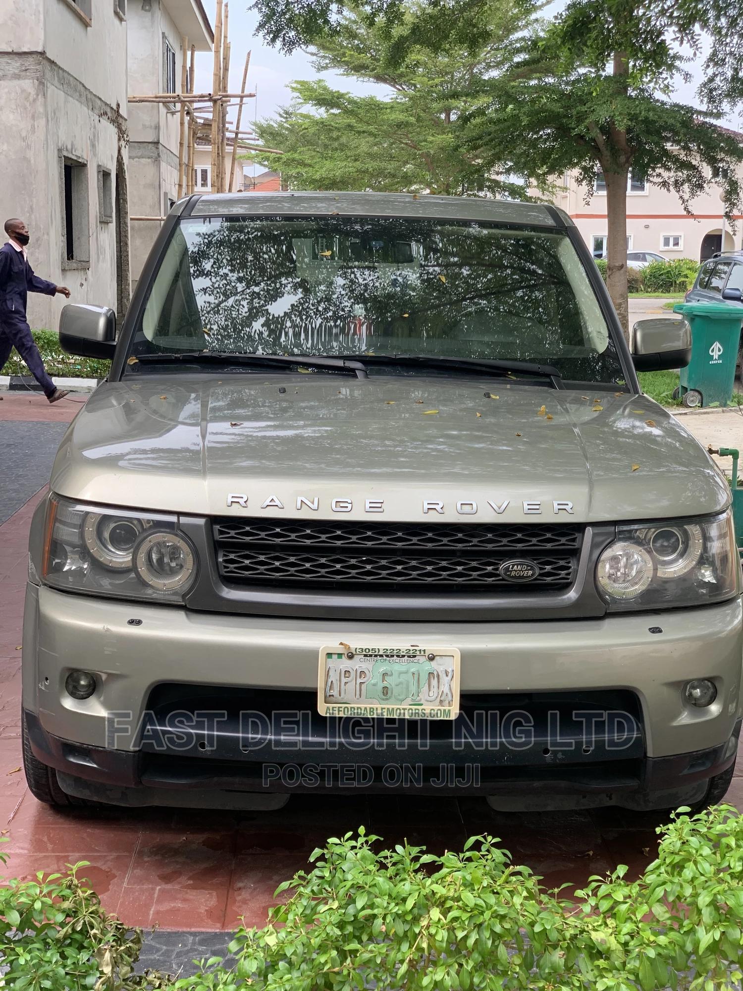 Land Rover Range Rover 2011 Gold