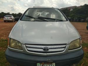 Toyota Sienna 2002 LE Silver | Cars for sale in Abuja (FCT) State, Wuye