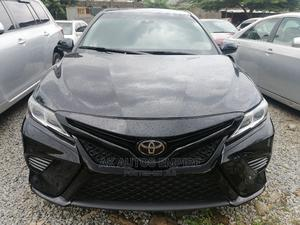 Toyota Camry 2018 SE FWD (2.5L 4cyl 8AM) Black | Cars for sale in Abuja (FCT) State, Jabi