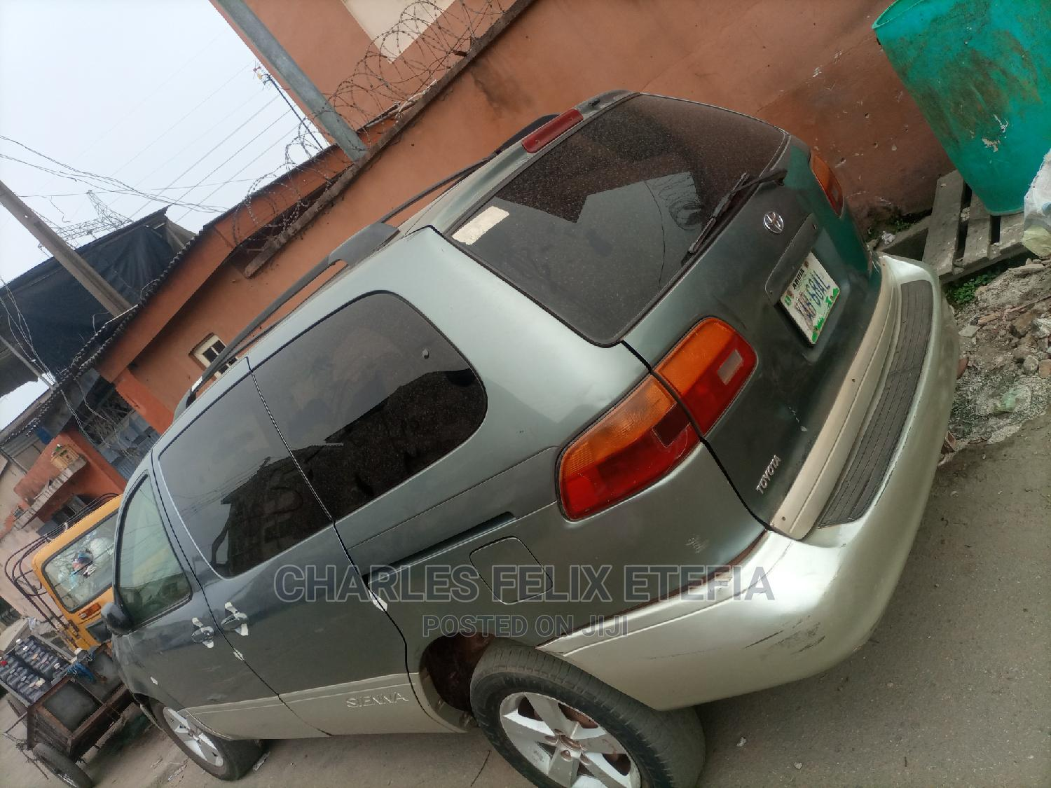 Archive: Toyota Sienna 2001 LE Blue