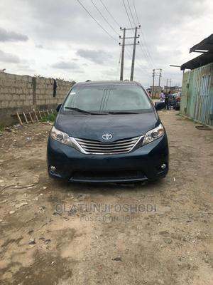 Toyota Sienna 2011 XLE 7 Passenger Blue | Cars for sale in Lagos State, Surulere