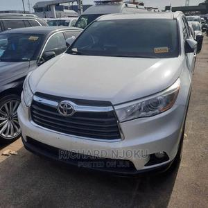 Toyota Highlander 2017 XLE 4x4 V6 (3.5L 6cyl 8A) White | Cars for sale in Lagos State, Oshodi