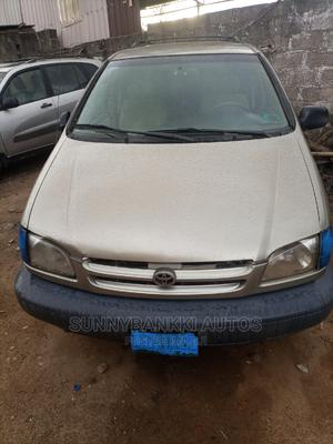 Toyota Sienna 1999 LE 3dr Gold   Cars for sale in Lagos State, Ifako-Ijaiye