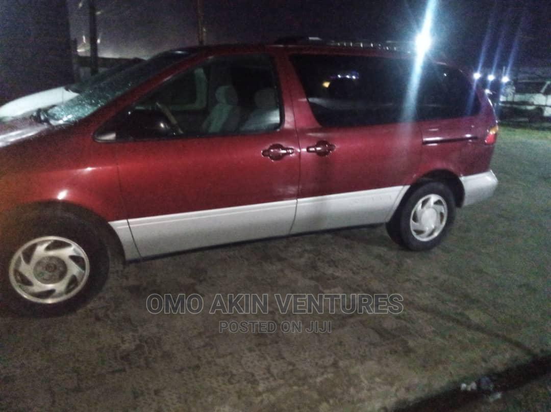 Toyota Sienna 1999 Red
