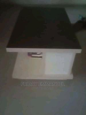 Table and TV Shelf for Sale   Furniture for sale in Delta State, Warri