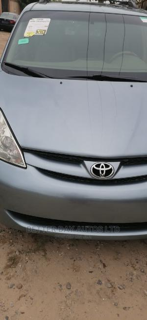 Toyota Sienna 2010 XLE 7 Passenger Blue   Cars for sale in Lagos State, Amuwo-Odofin