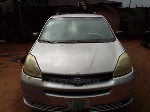 Toyota Sienna 2004 LE FWD (3.3L V6 5A) Silver | Cars for sale in Abia State, Umuahia