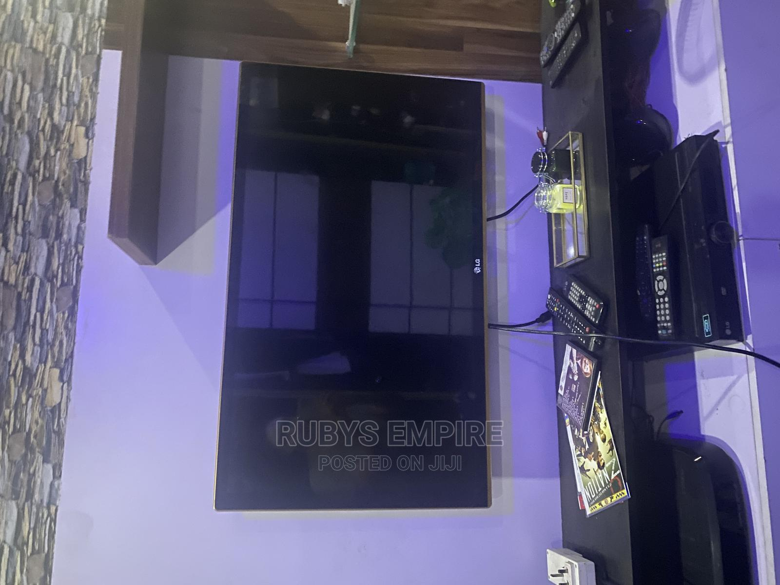 """42"""" Led LG TV With Gold Surroundings   TV & DVD Equipment for sale in Lekki, Lagos State, Nigeria"""