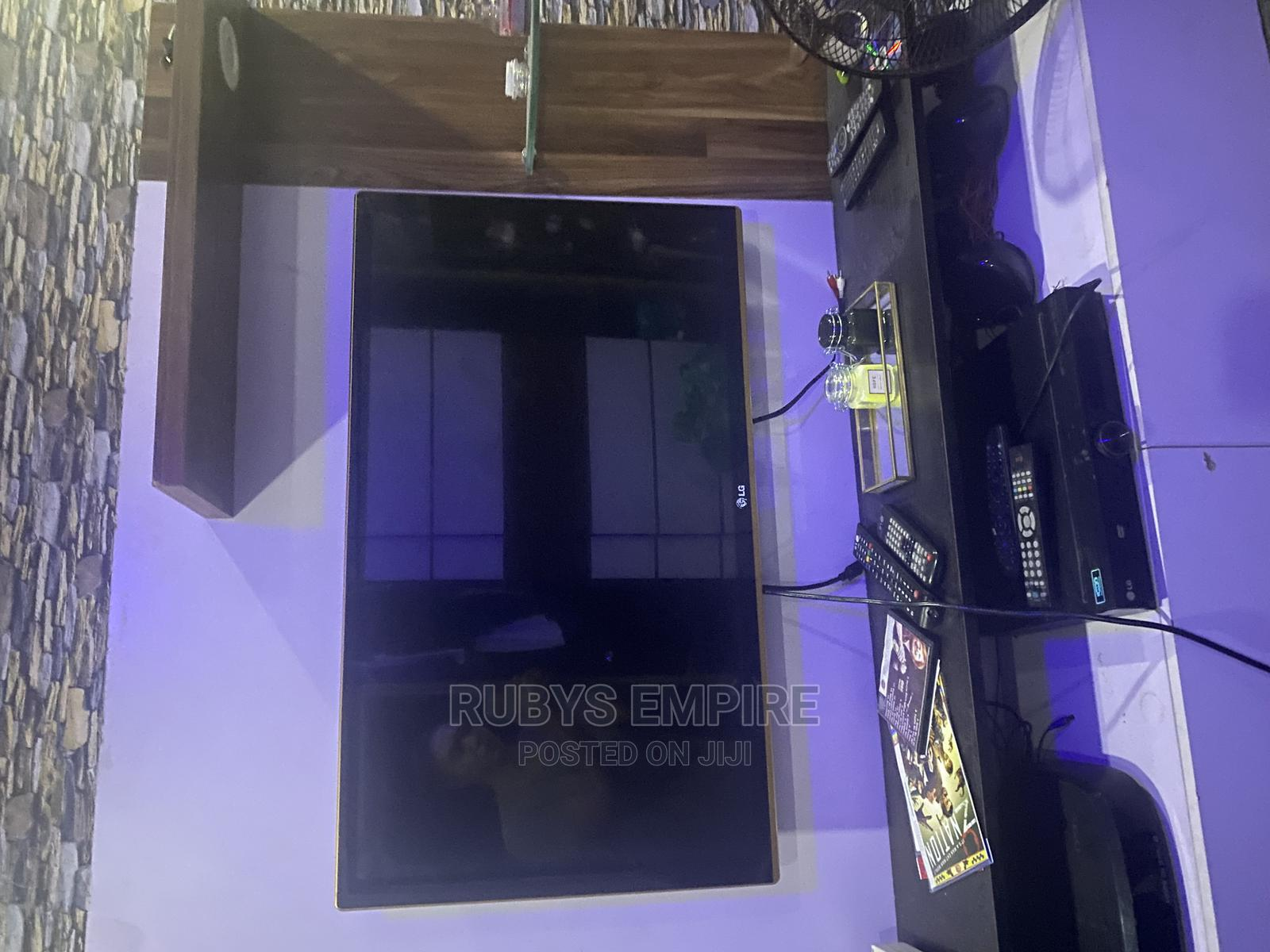 """42"""" Led LG TV With Gold Surroundings"""