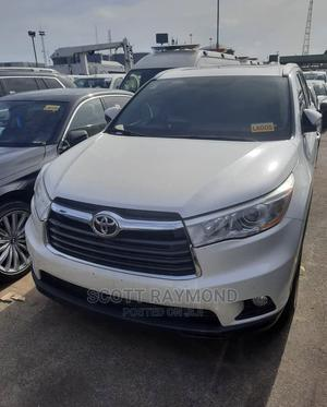 Toyota Highlander 2017 XLE 4x4 V6 (3.5L 6cyl 8A) White | Cars for sale in Lagos State, Lekki