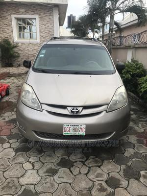 Toyota Sienna 2006 LE AWD Gold   Cars for sale in Abuja (FCT) State, Nyanya
