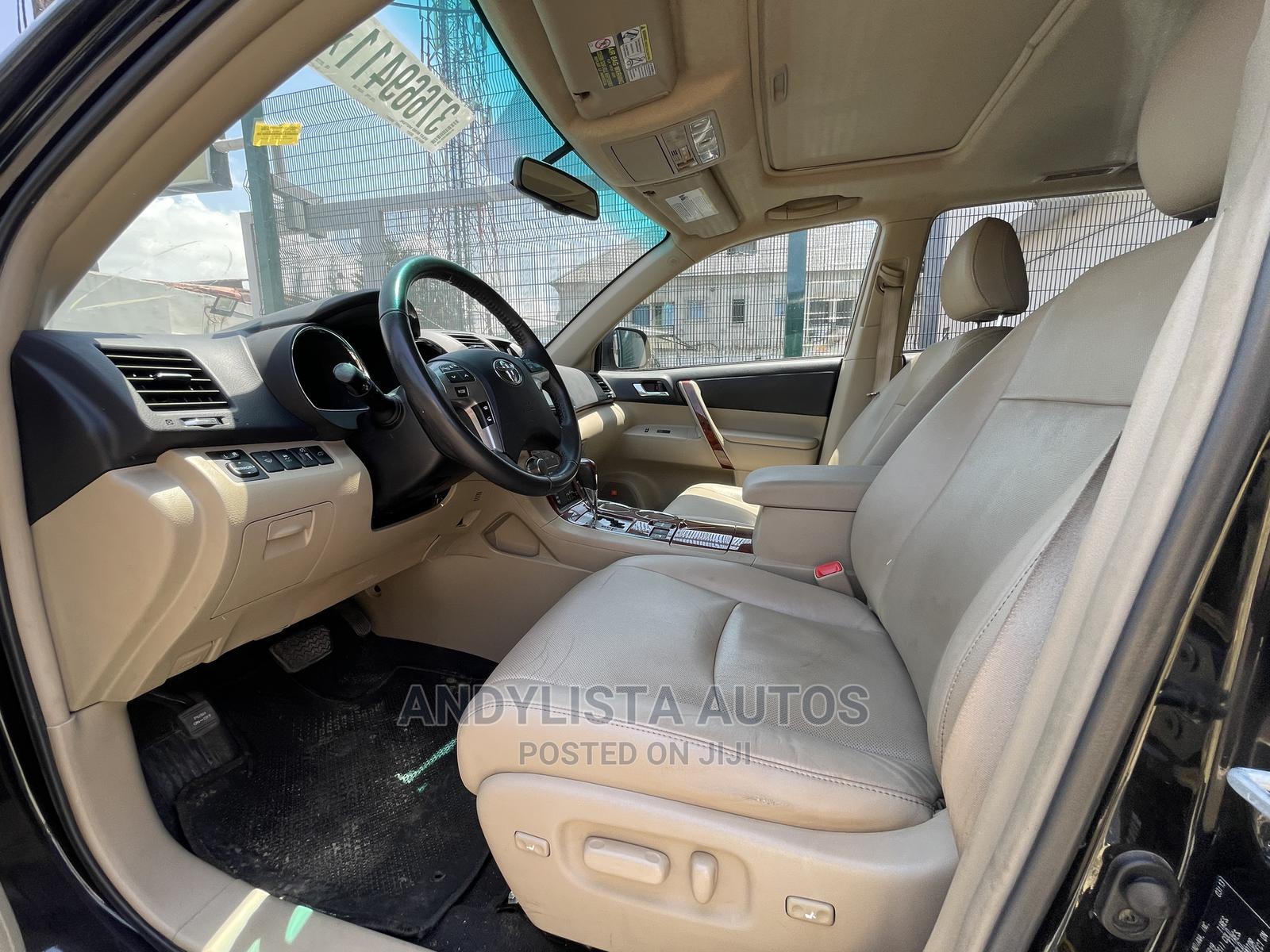 Toyota Highlander 2013 Limited 3.5l 4WD Black | Cars for sale in Lekki, Lagos State, Nigeria