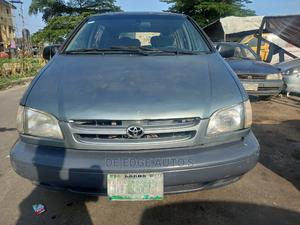 Toyota Sienna 2000 LE & 1 Hatch Green | Cars for sale in Lagos State, Surulere