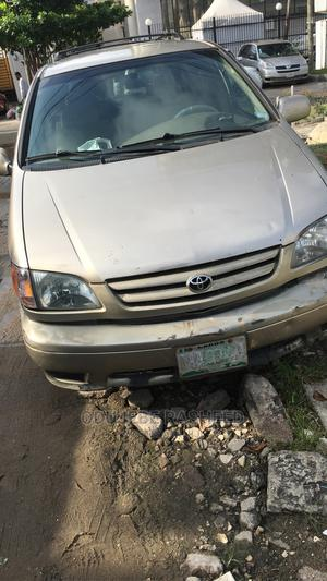 Toyota Sienna 2002 Gold   Cars for sale in Lagos State, Ikoyi
