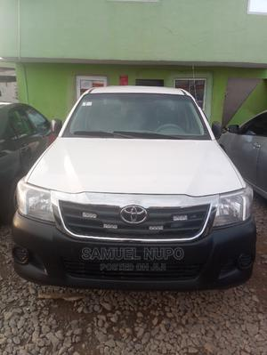 Toyota Hilux 2013 SR 4x4 White   Cars for sale in Lagos State, Ogba